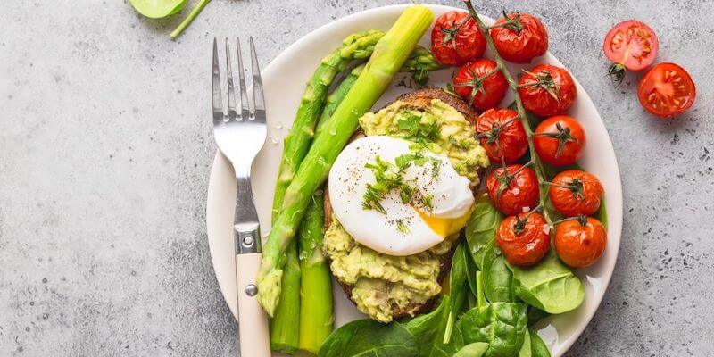 healthy meal asparagus tomato egg